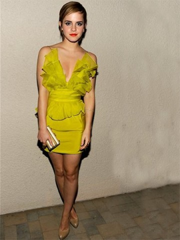 Emma Watson Sheath / Column V-neck  Sleeveless Short / Mini  Chiffon Daffodil Cocktail Dress / Homecoming Dress