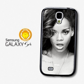 Rihanna Black & White Portrait Smoke Coque Pour Samsung Galaxy S4 A980