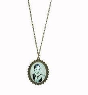 Audrey Hepburn Frame Necklace Including Free Gift Box By Blvd