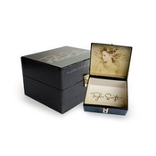 Taylor Swift fearless Box Set W/ T-shirt, Picture Book, Leather Bracelet And Cd {limited Edition} By Taylor Swift (0100-01-01?