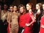 VIDEO : Fashion Week Paris : Christophe Guillarmé présente sa collection glamour et scintillante !